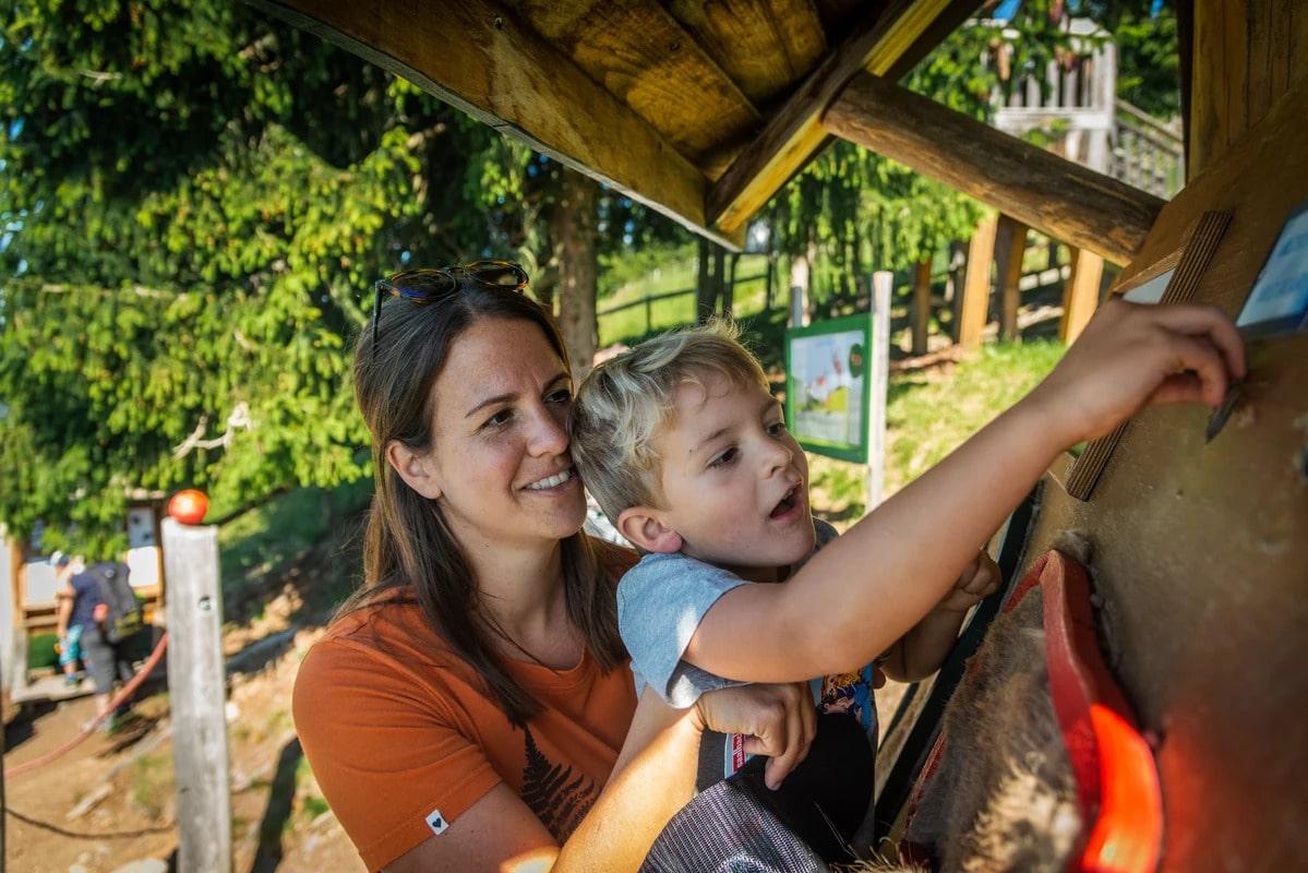 Mutter und Sohn im Sommerurlaub