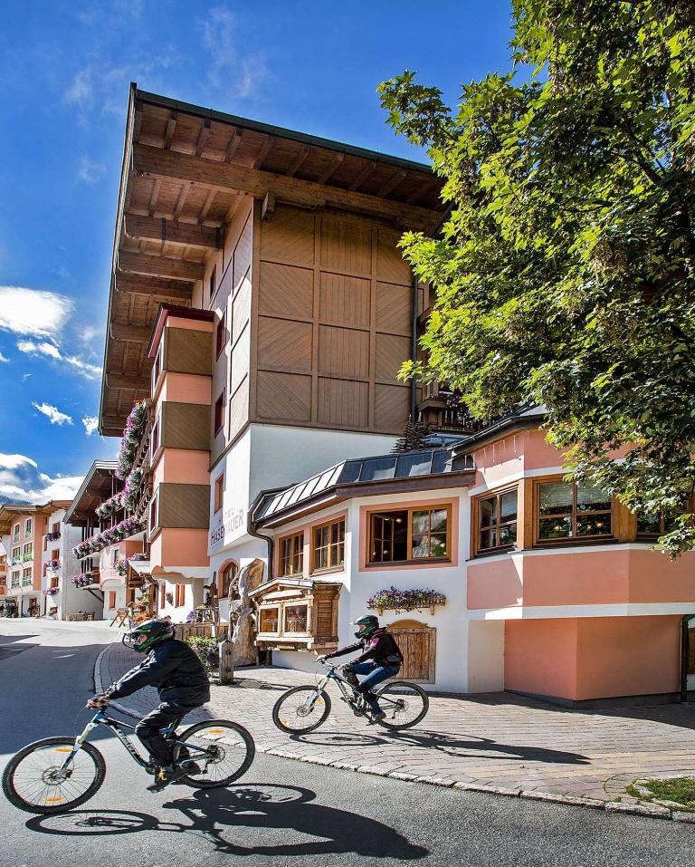 Hotel Hasenauer mit Sommer