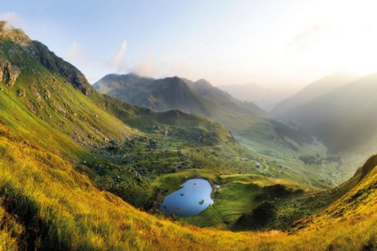 Bergsee aus Vogelperspektive