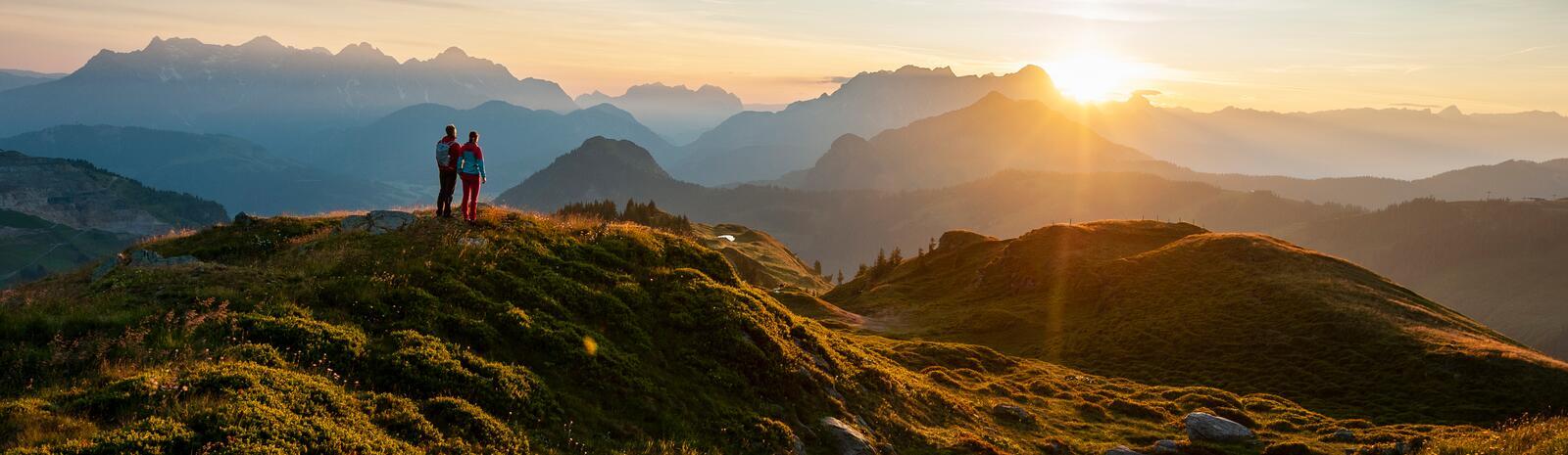 Bergpanorama im Herbst bei Sonnenuntergang
