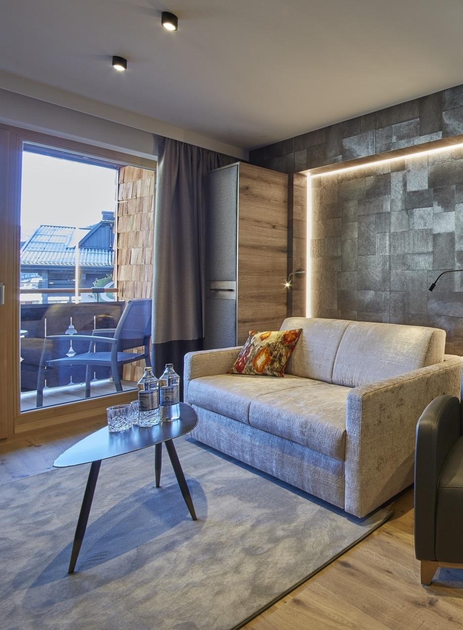 Studio Hochtor Wohnzimmer mit Balkon