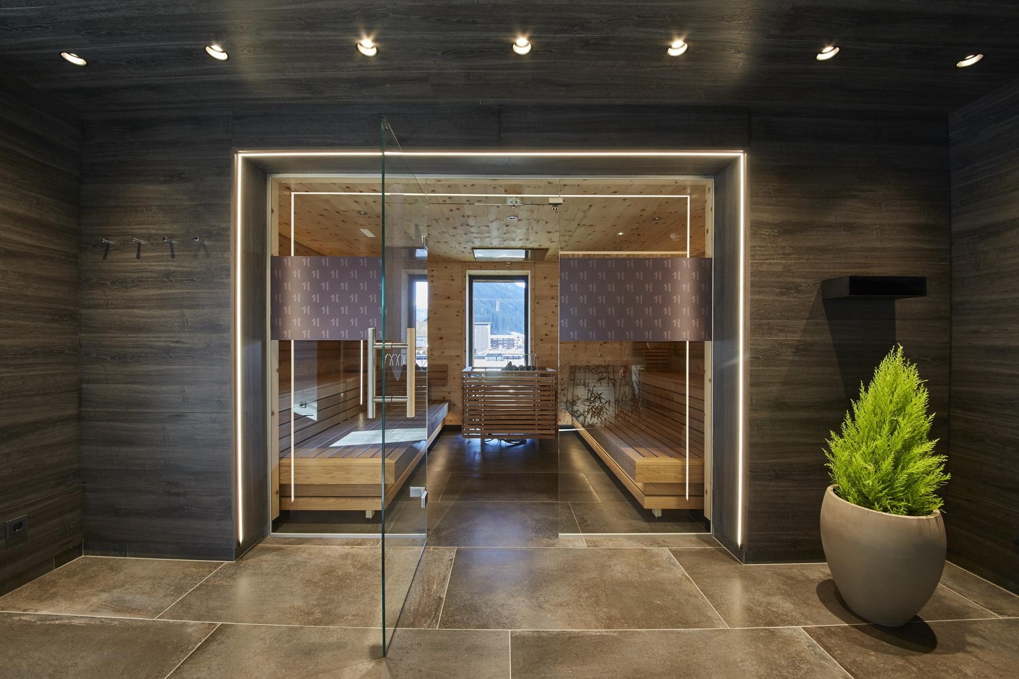 Eingangstüren zur Sauna aus Glas
