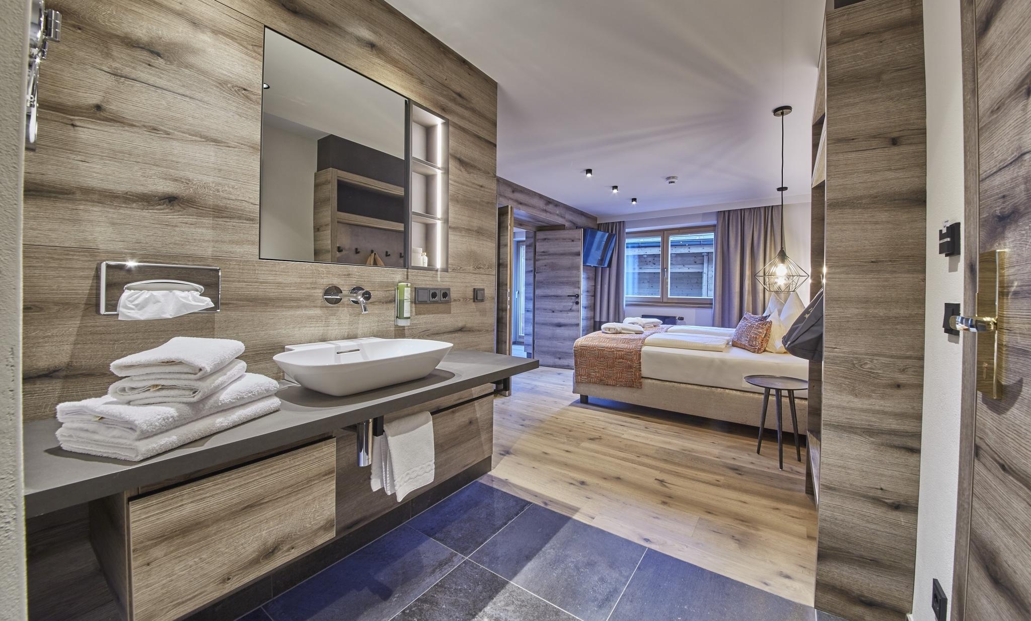 Studio Reiterkogel Blick auf Schlafzimmer aus Badezimmer