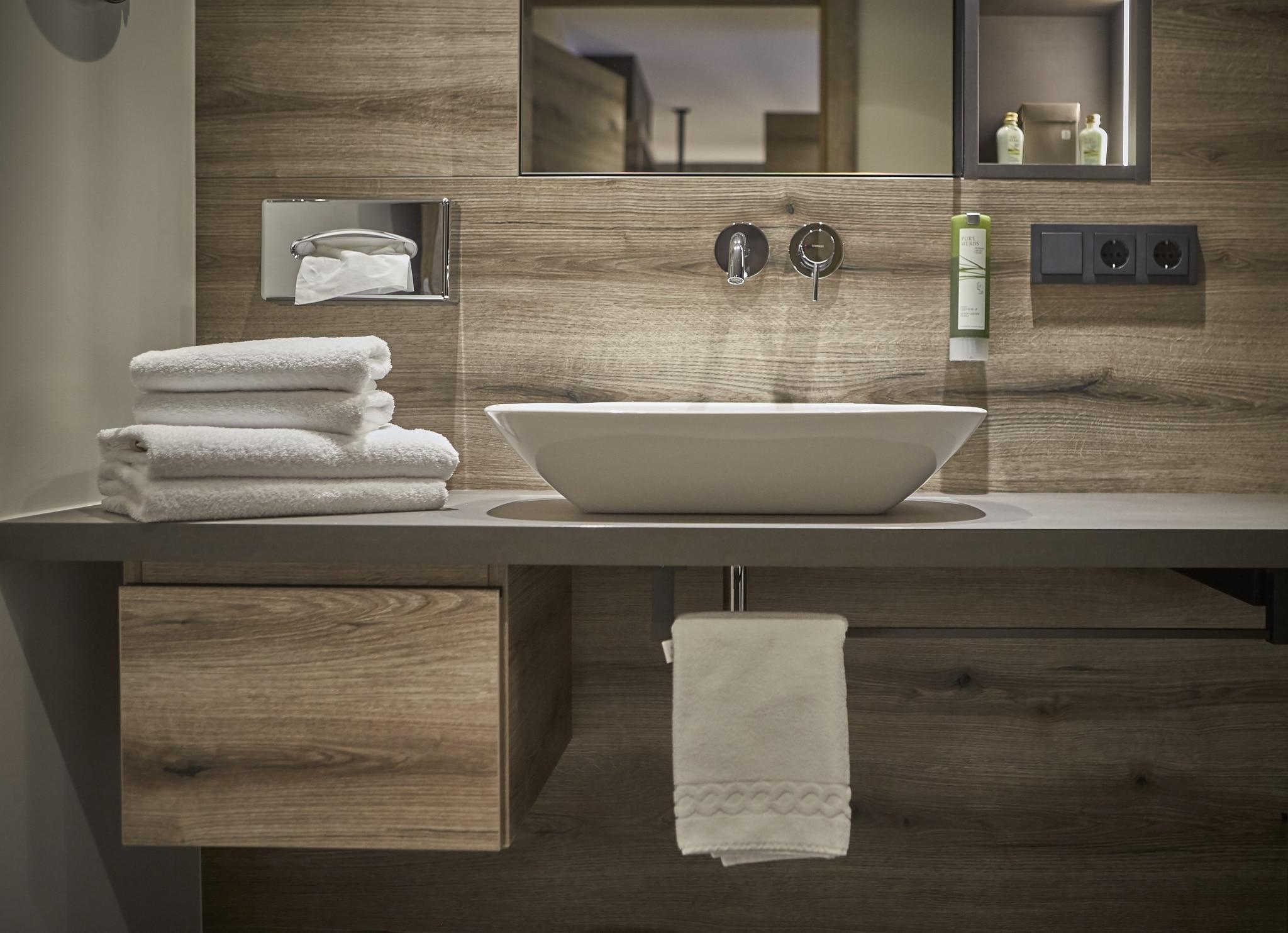 Waschbecken im Doppelzimmer Hochalm