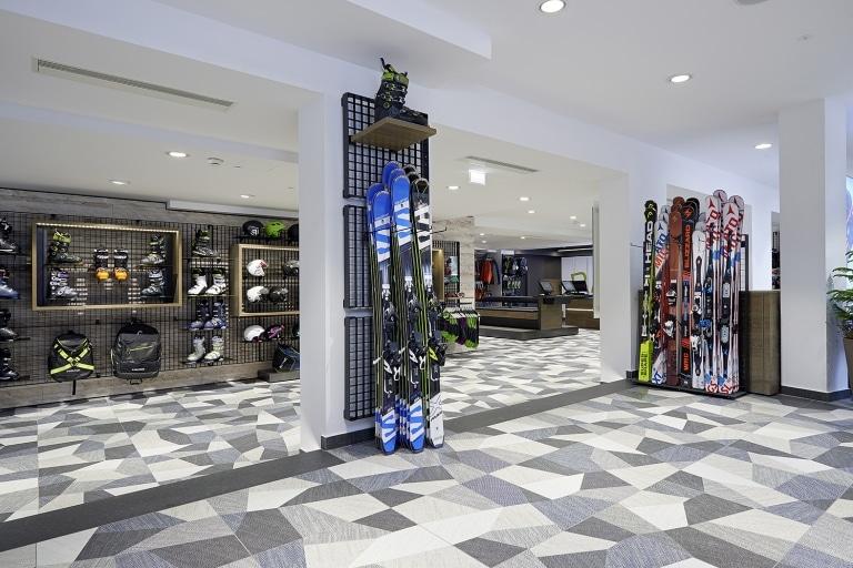 """Ski- und Sportartikel im Sportgeschäft """"Rabbit Sports"""""""