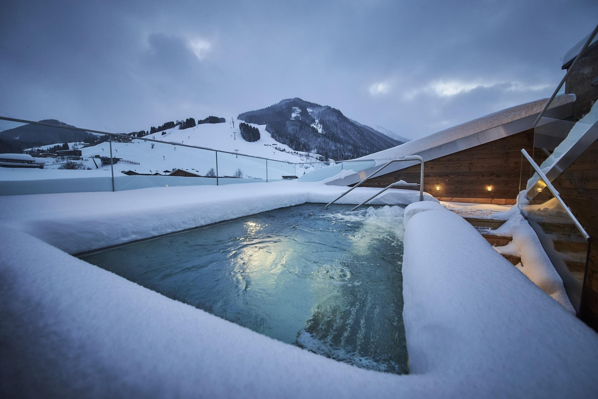 Der Whirlpool auf der Dachterrasse im Hotel Hasenauer