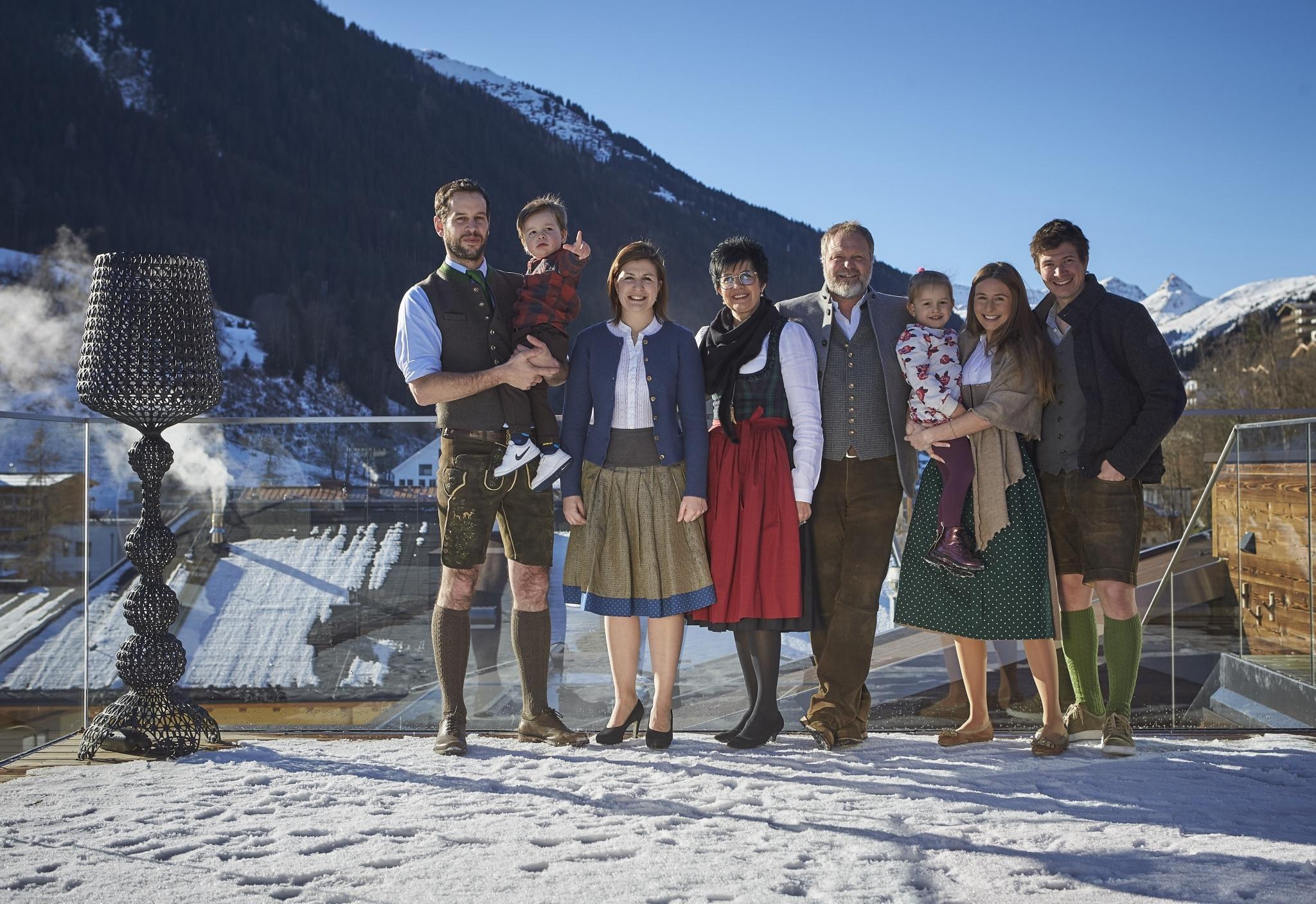 Familie Steger mit allen Enkelkindern und Kindern