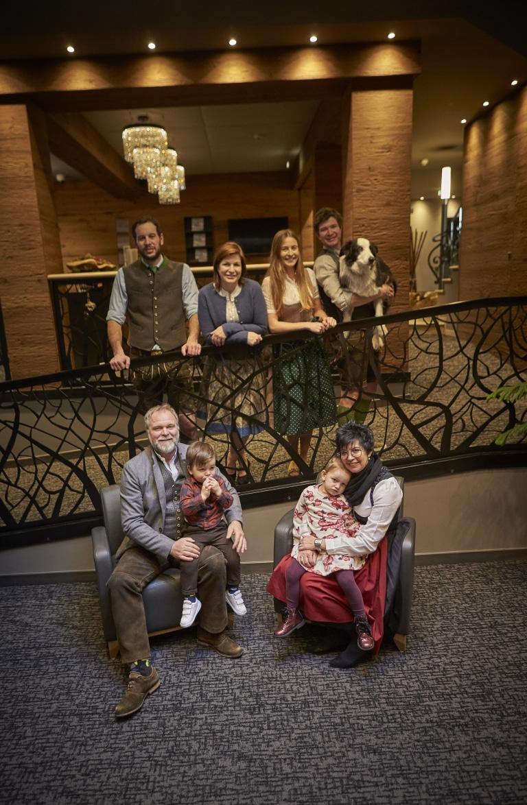 Familie Steger mit den Kindern und Enkelkindern
