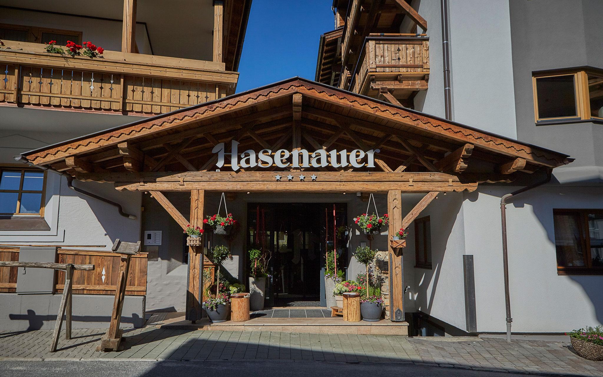 Der Eingangsbereich des Hotel Hasenauer in Saalbach Hinterglemm